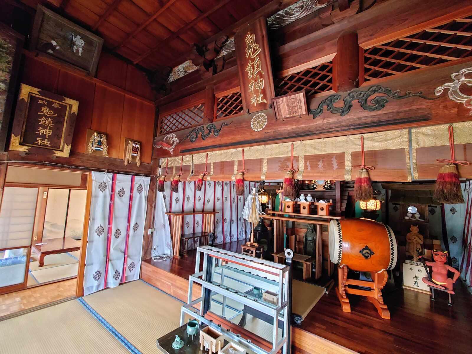 鬼鎮神社の拝殿